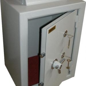 Seifuvos seifas su depozitiniu mechanizmu
